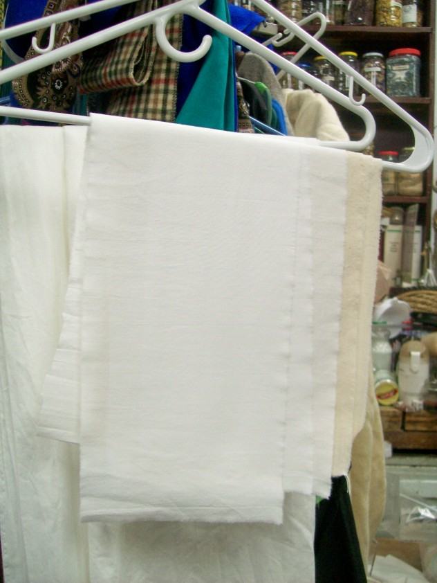 The pouch blanks in bleached and unbleached muslin