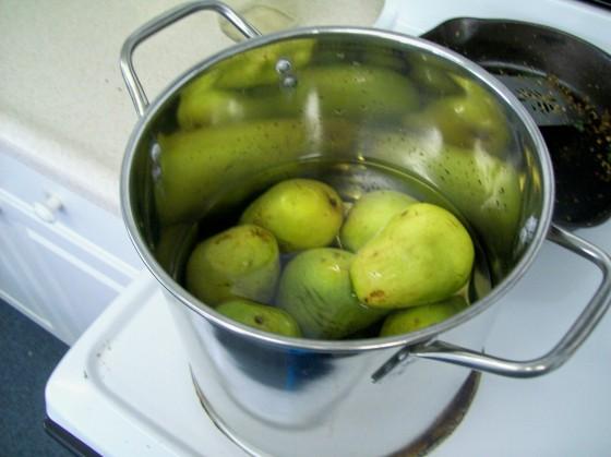 Pears poaching